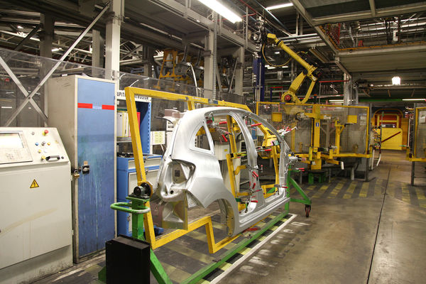 Les secrets de fabrication des DS3 et Peugeot 208 sur les chaînes PSA de  Poissy b851494f72d