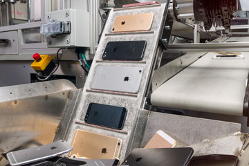 PHOTO TECH : Avec le robot Daisy, Apple recycle 200 iPhone par heure