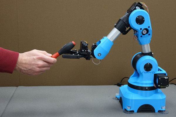 Niryo One, le petit robot collaboratif open source qui cartonne sur Kickstarter