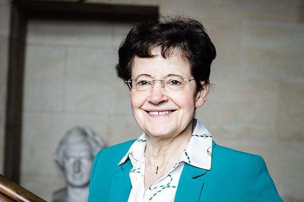 Culture: Qui est Françoise Combes, médaille d'or 2020 du CNRS ?