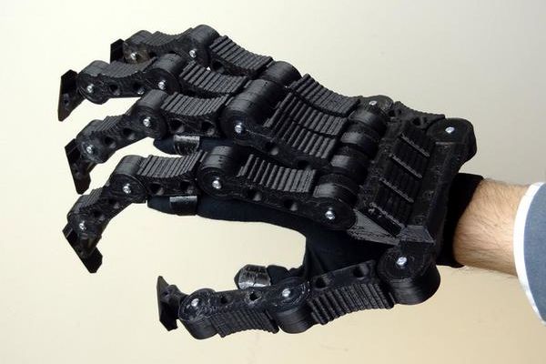 Une main d'Alien imprimée en 3D façon « Do It Yourself »