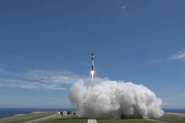 Rocket Lab envoie six nano-satellites en orbite